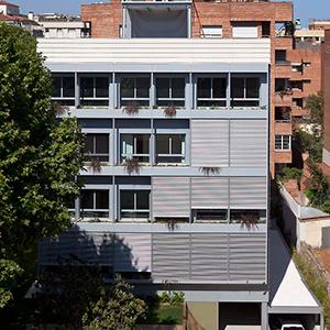Bloque de viviendas de alta eficiencia energética en Pau AlcoverAngli Barcelona Arquitectura Sostenible