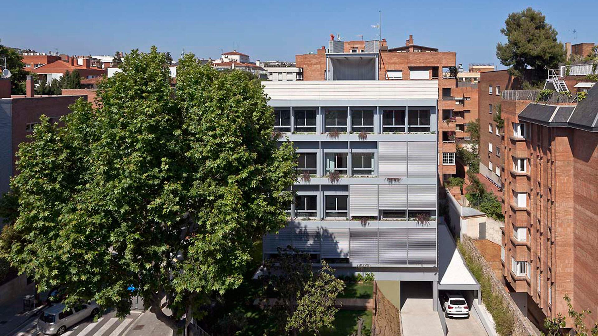 Bloque de viviendas de alta eficiencia energética en Pau AlcoverAngli Barcelona